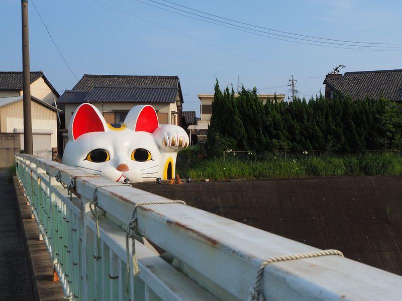 猫好き必訪!愛知県常滑市「やきもの散歩道」でアートと招き猫めぐり