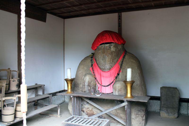 福島県中島村にパワースポット発見!異変を汗で知らせる地蔵