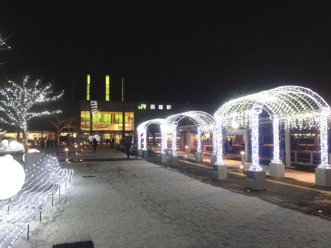 クリスマスの函館駅はイルミネーションで「光のステーション」に変身