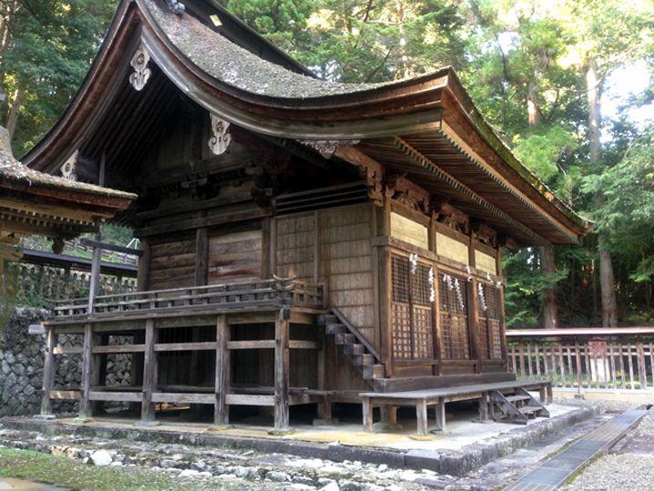本殿には武田家の悲しい歴史も隠されていた