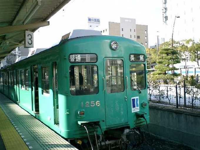 レトロな電車が讃岐路を走る