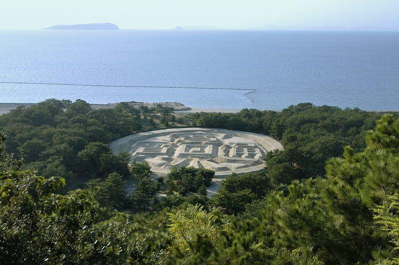 ウワサで持ちきり!!あの観音寺市の金運スポット「銭形砂絵」香川県