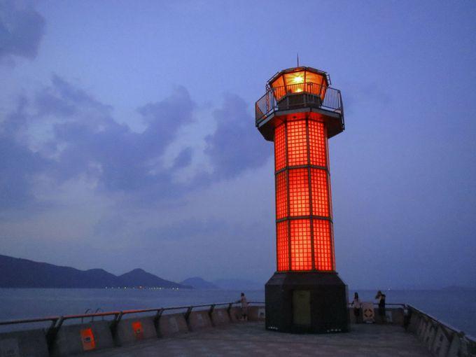 高松港にある世界で初めてのガラスの灯台「せとしるべ」
