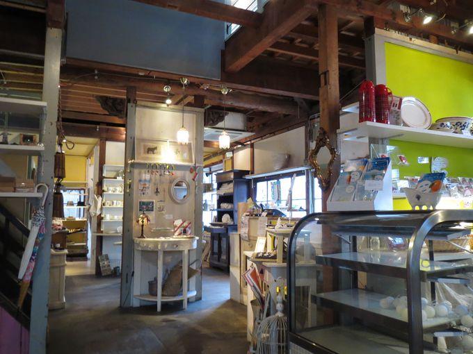 高松港のレトロな倉庫街「北浜alley」で古民家ステイ