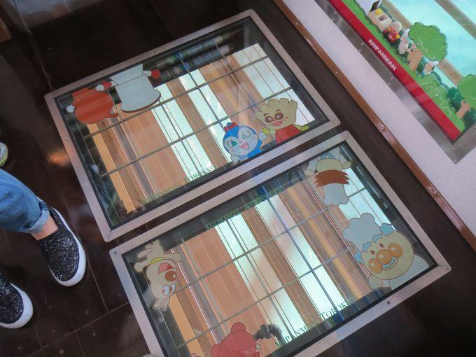 珍しい床窓にワクワク!