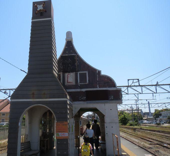銚子電鉄「銚子駅」の可愛い駅舎はホーム横