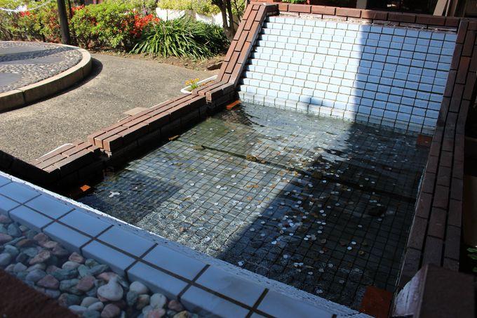「幸福の泉」はプロポーズの場所としても人気
