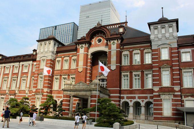 東京駅から乗車できるバスツアーは昭和名ガイドの歌声付き