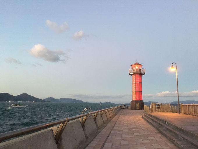 潮風に吹かれて…高松港は散歩に最適