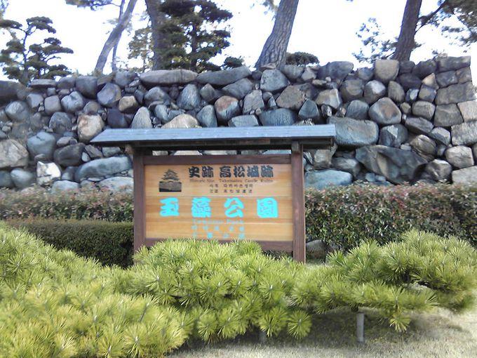 鯛(たい)のエサやりができる「史跡高松城跡 玉藻公園」