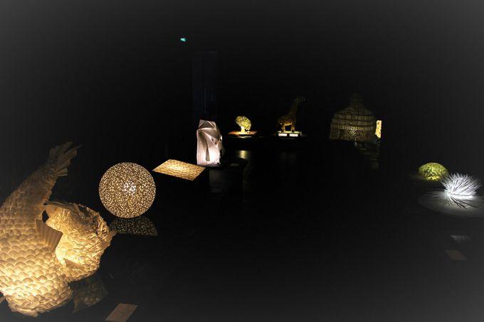 幻想的な「美濃和紙あかりアート館」