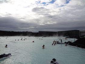 世界最大の神秘的な露天風呂アイスランド「ブルーラグーン」