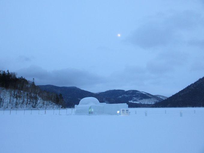 氷雪の家「イグルー」が織りなす神秘の世界