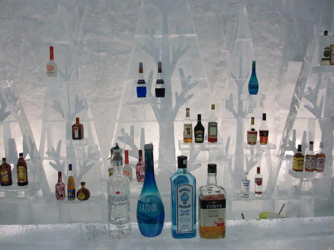 アイスバーで氷の世界とカクテルに酔う