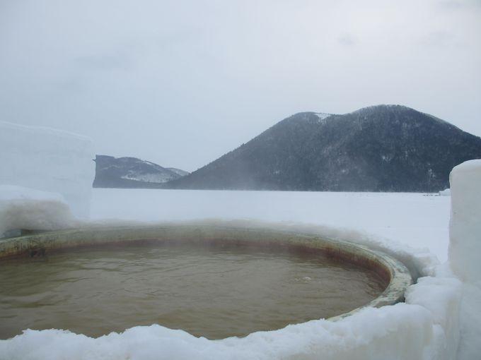 世界でここだけ 氷上露天風呂