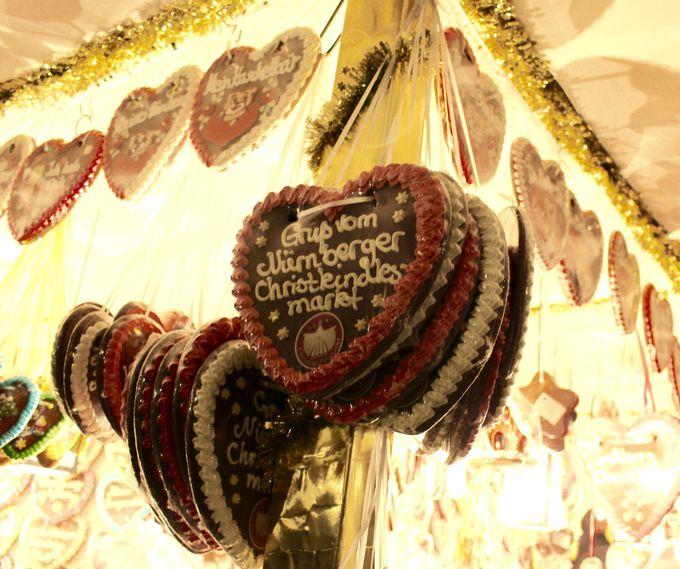 聖夜にぴったりな甘いお菓子!見た目も可愛いフルーツチョコレートとレープクーヘン
