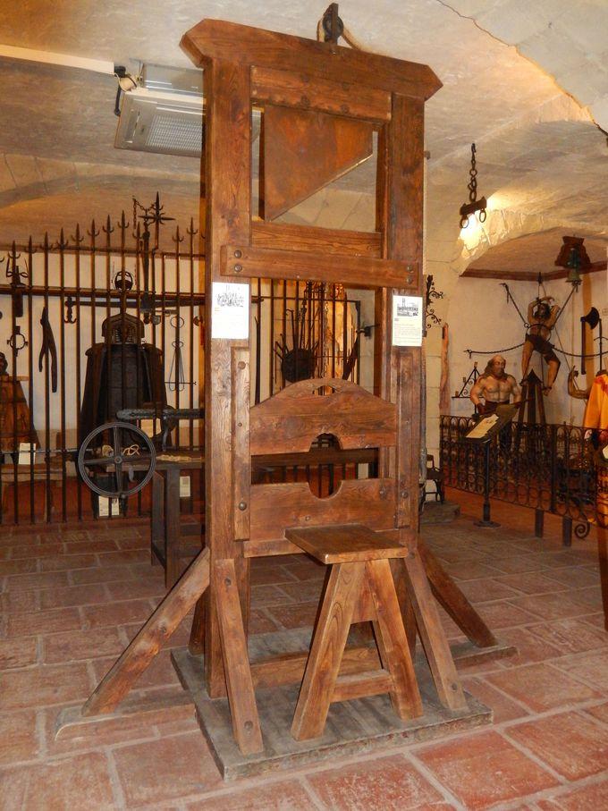 クラシカルな骨董品が集められた博物館(CASA PALACIO MVSEO LARA)