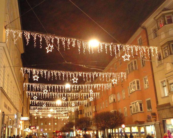 華やかなイルミネーション輝くインスブルックの冬