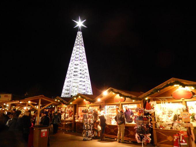 スワロフスキーのクリスマスツリーがゴージャスなマルクト広場
