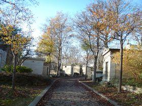 まるで迷路!パリ「ペール・ラシェーズ墓地」でショパンやピアフのお墓を探してみよう