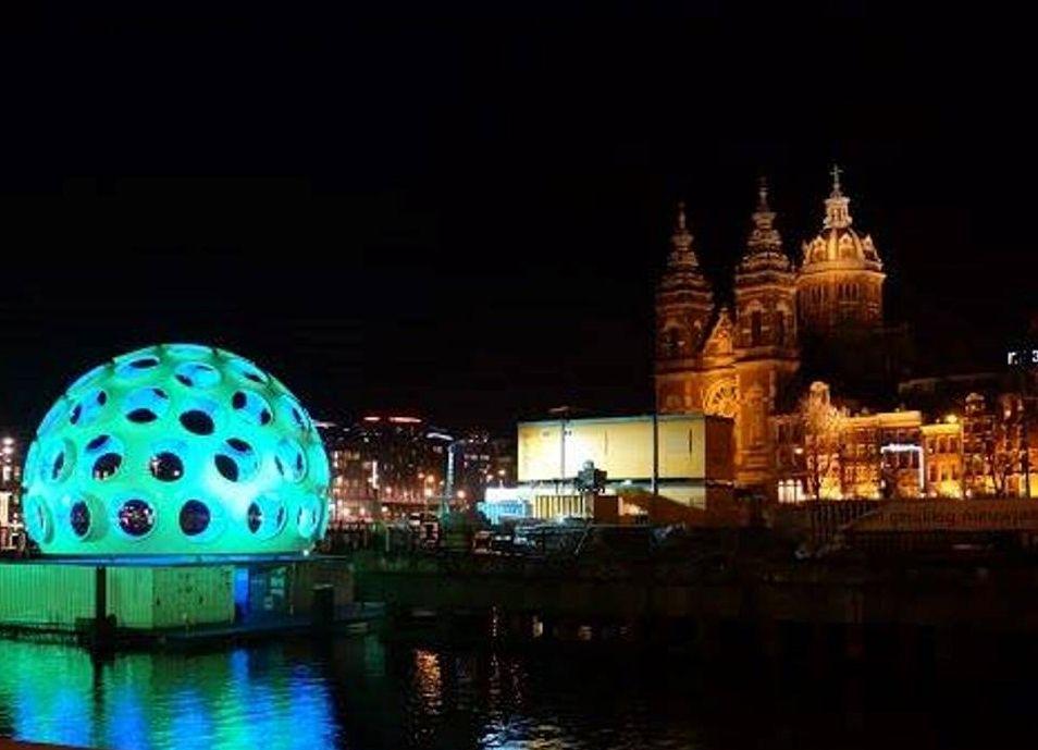 アムステルダム冬の風物詩!斬新な光のアートと歴史的建物の美しきハーモニー
