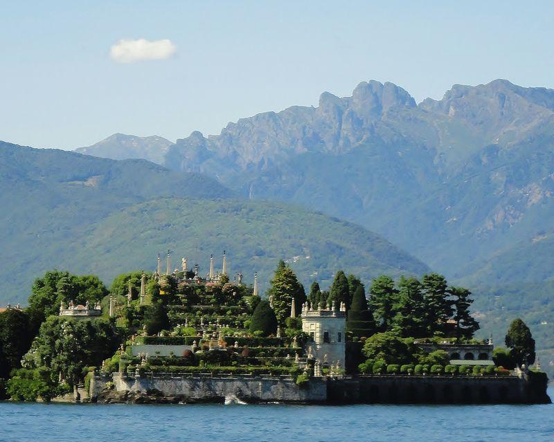南国風の幾何学的な美しさ!ボッロメオ宮殿のイタリア・バロック式庭園
