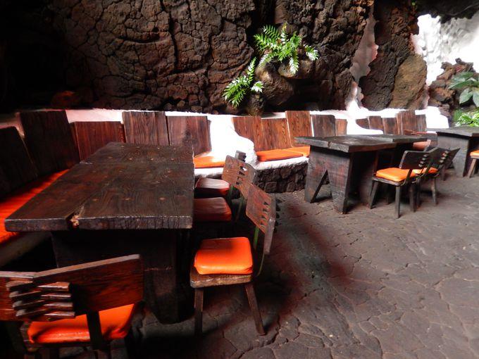陥没した洞窟はまるで南国の楽園!