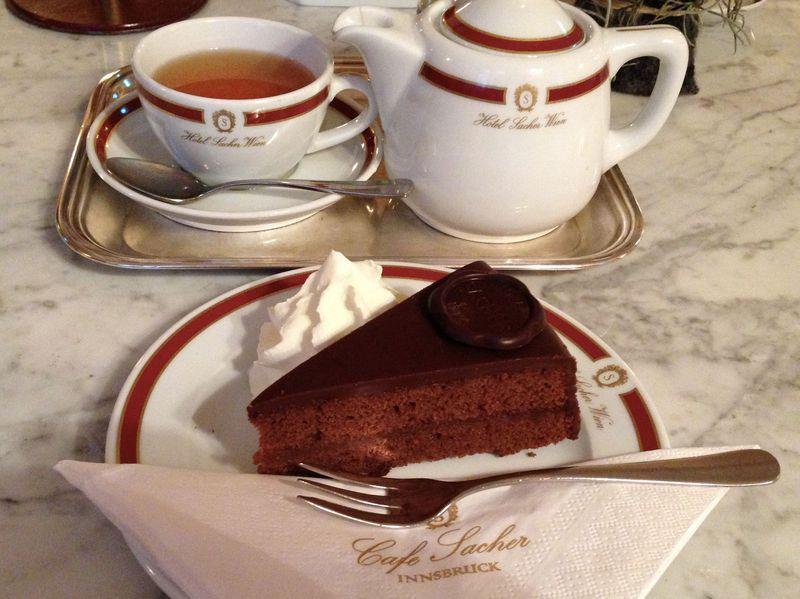 インスブルックでも味わえる本場ザッハートルテ!王宮にある「カフェ・ザッハー」で優雅な時間を楽しもう