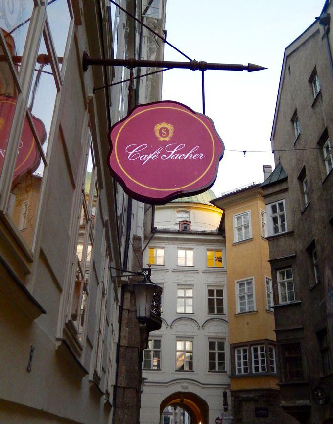王宮の建物内にあるインスブルックの『カフェ・ザッハー』