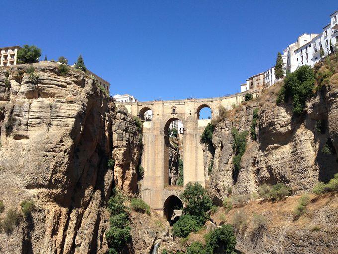 断崖絶壁とヌエボ橋からの眺めは人生最高の癒し風景!