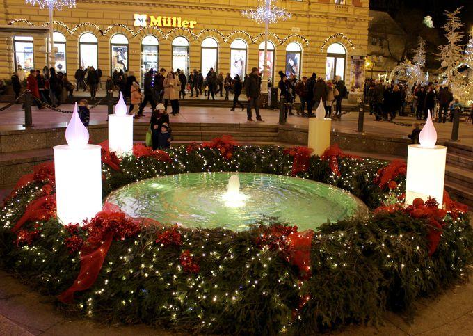 ザグレブの中心イェラチッチ広場周辺は憩いのクリスマスマーケット会場
