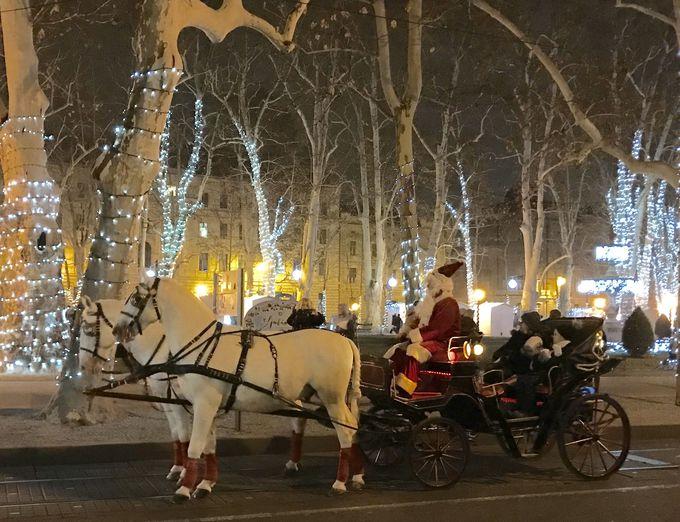 エレガントに輝くズリンスキー広場!