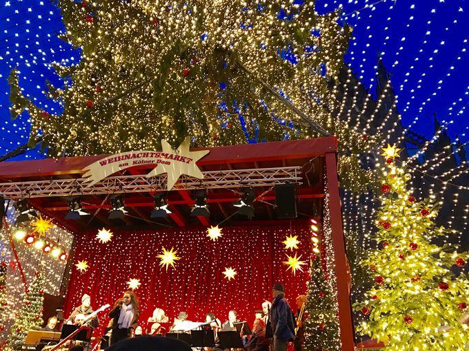 盛大に賑わうケルン大聖堂前のクリスマスマーケット!