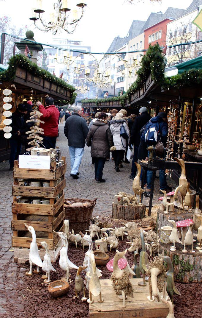 市庁舎前のオールド・クリスマスマーケット