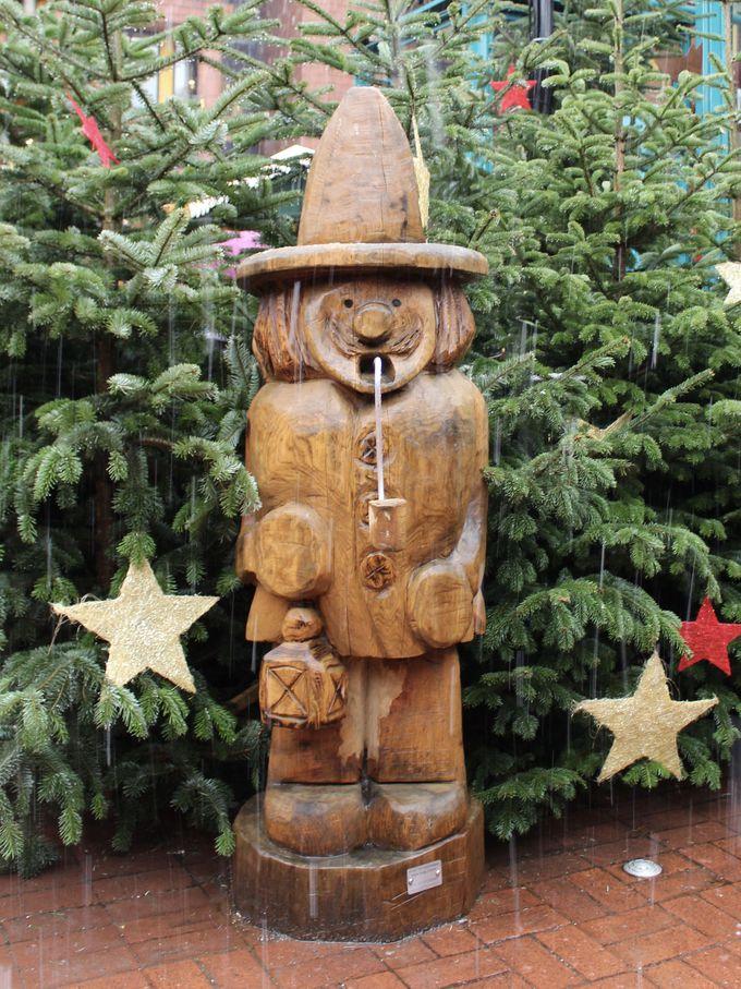 オブジェが作り出すドイツの伝統的なクリスマス情緒