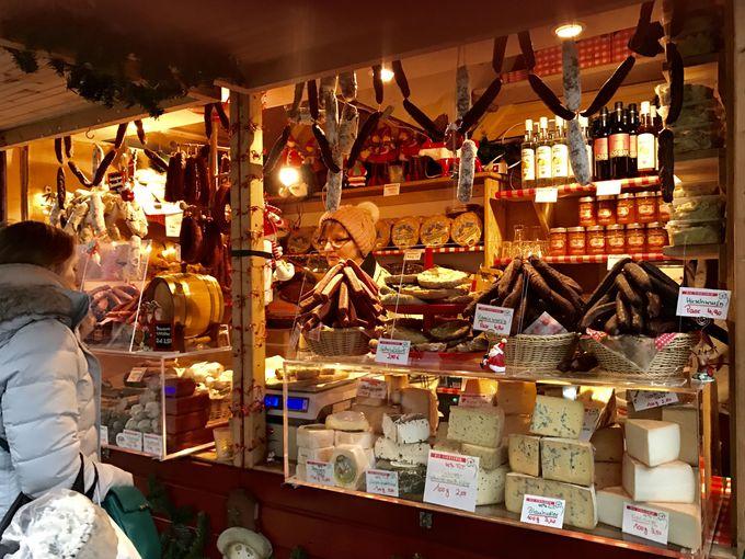 ドイツの伝統的なグルメ屋台の主役はやっぱりジャガイモとウィンナー!