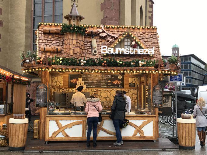 華やかな世界最古のクリスマスマーケットは冬の風物詩