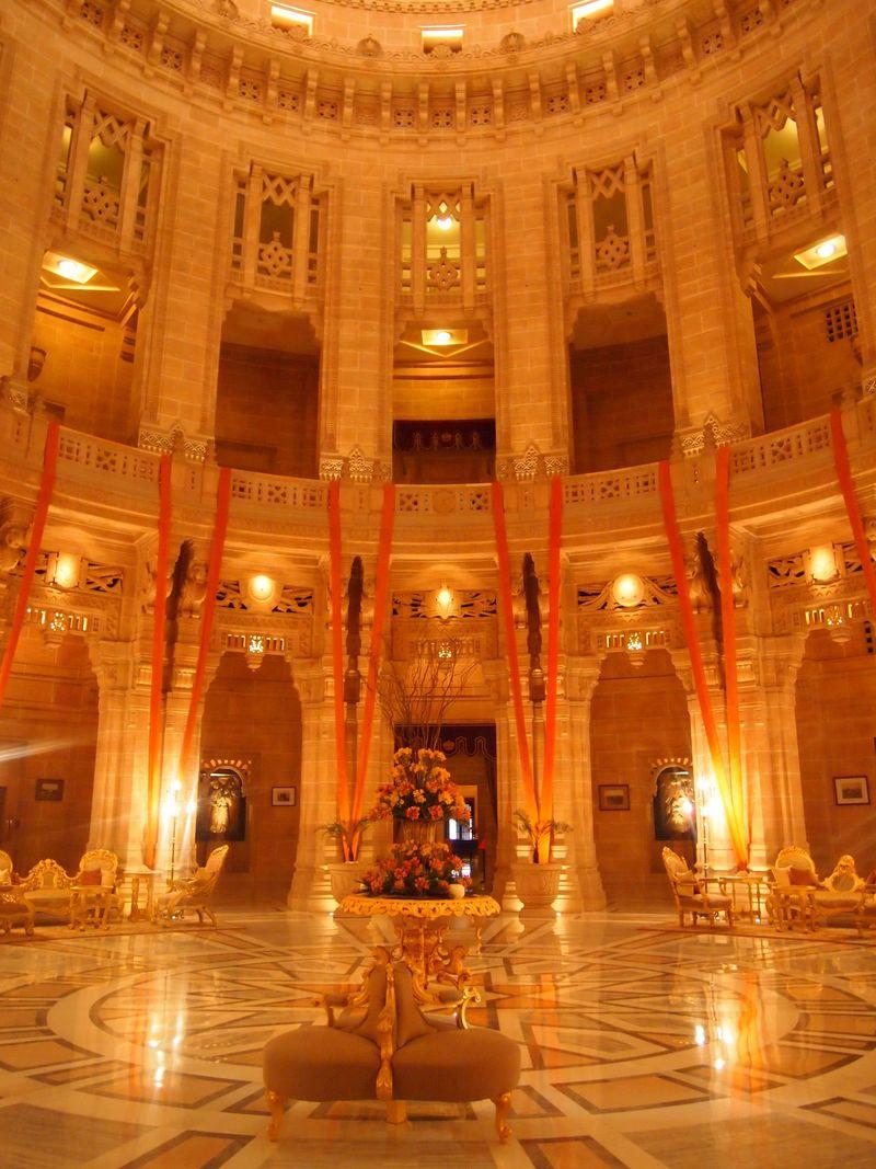 絢爛豪華!マハラジャが今も暮らす「ウメイド・バワン宮殿」