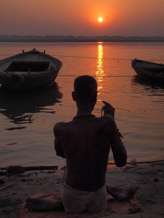 ガンジス河は日の出と共に