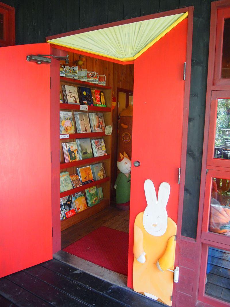 童心に返ろう!山梨「えほん村」は老若男女が楽しめる図書館