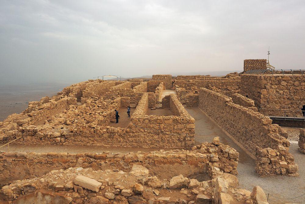 古代の生活を実感するマサダの住居跡や地下貯水池跡