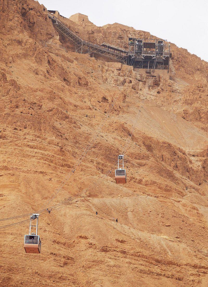 死海のほとりに聳え立つマサダ遺跡へロープウェイで!