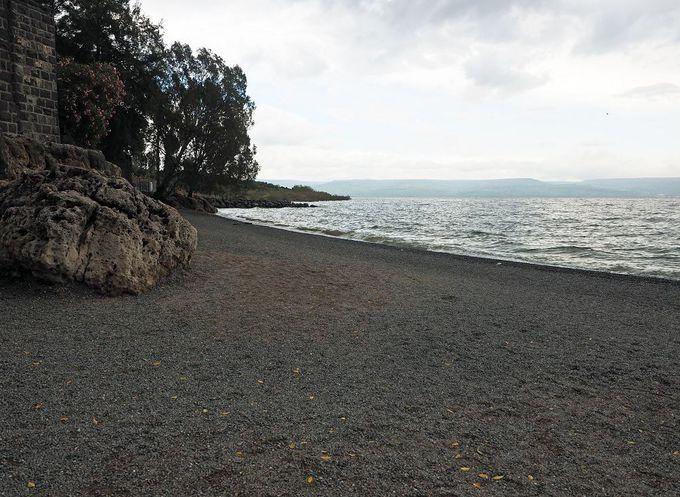 イエスが最初にペテロとアンデレの兄弟に声をかけたガリラヤ湖畔