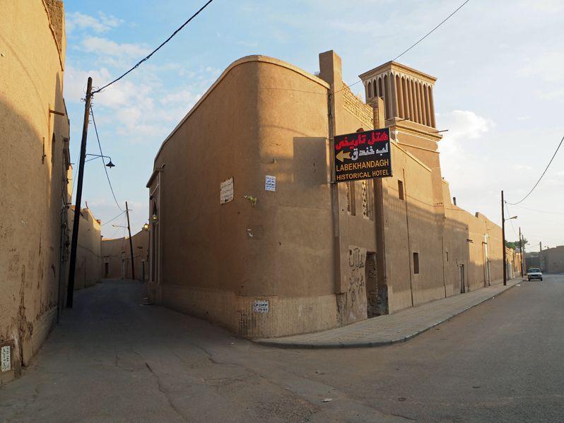 ヤズド旧市街に宿泊し日干しレンガのベージュ色の街を楽しむ!