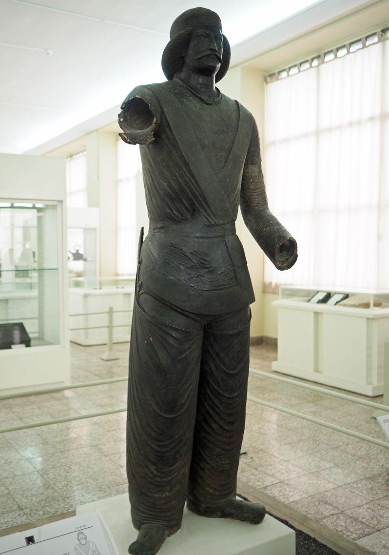 パルティアの王子像