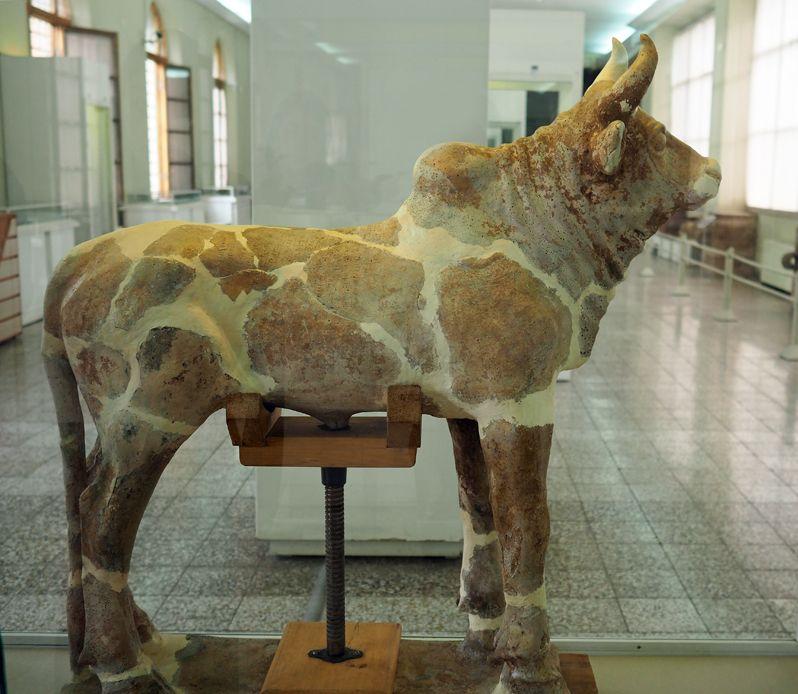 チョガ・ザンビールの牡牛像