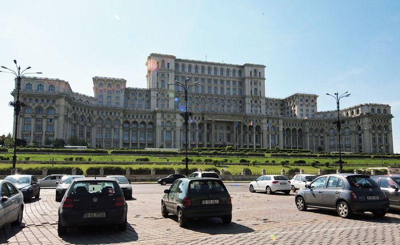 ヨーロッパ随一の大きさの建物:国民の館