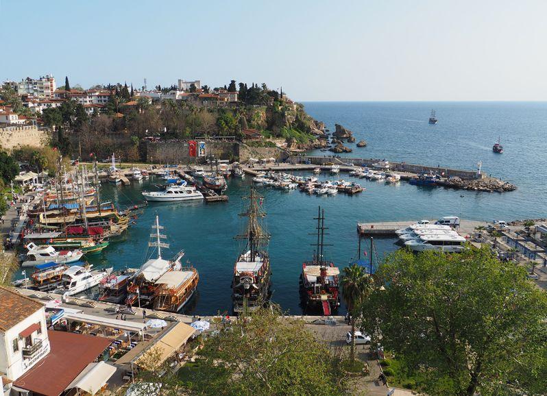 港を見下ろす景色など