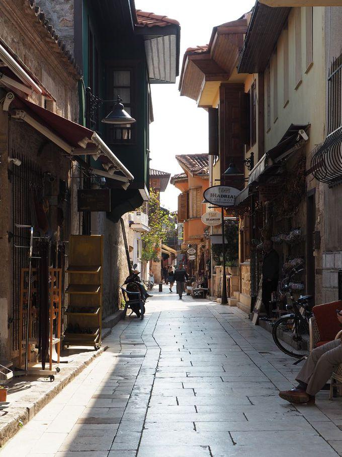 アンタルヤの旧市街カレイチを歩く