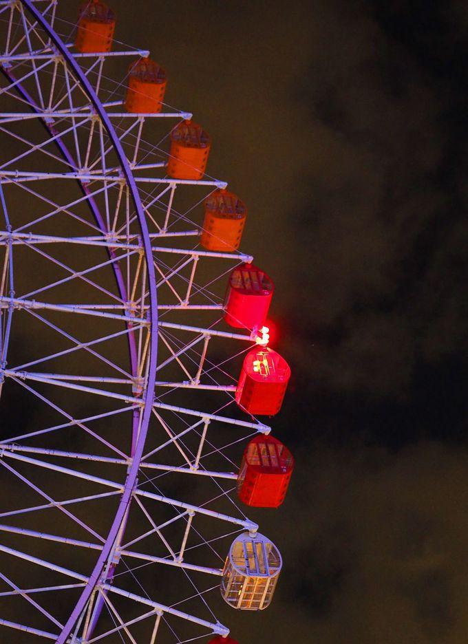天保山大観覧車の夜のライトアップ